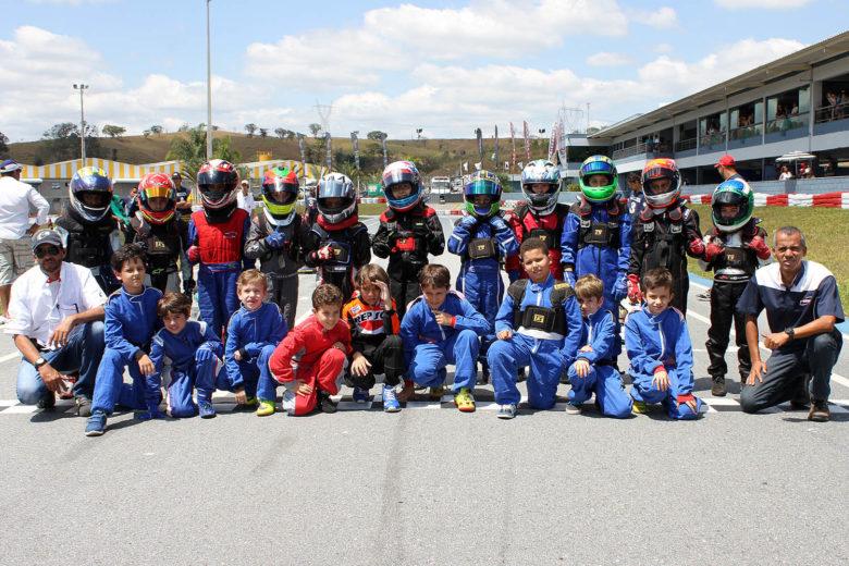 Taça Minas de Kart começou com quase 40 pilotos na pista