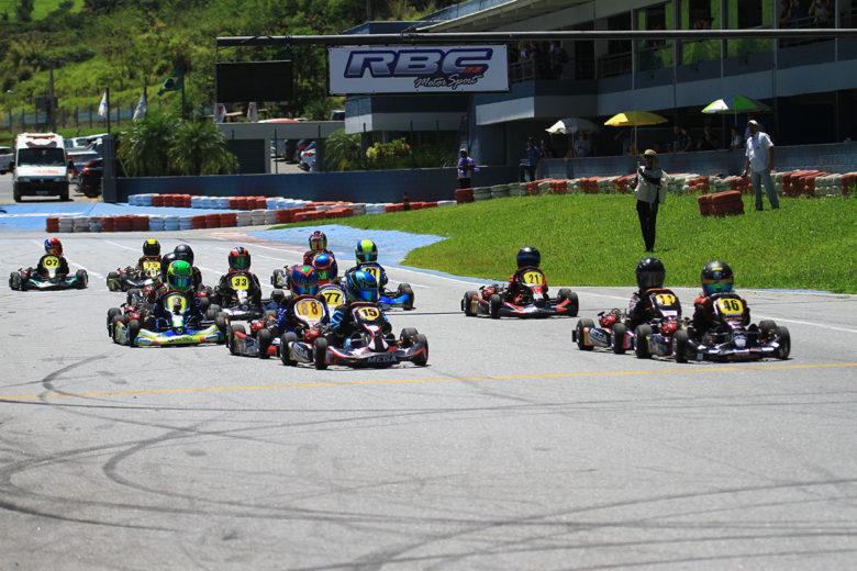 Disputas acirradas marcaram a final da Taça Minas de Kart